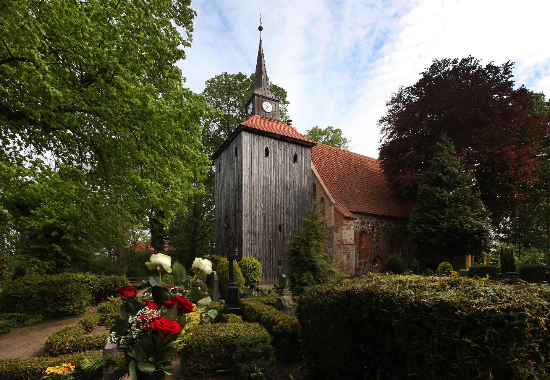 St.-Johannis-Kirche mit Altem Friedhof