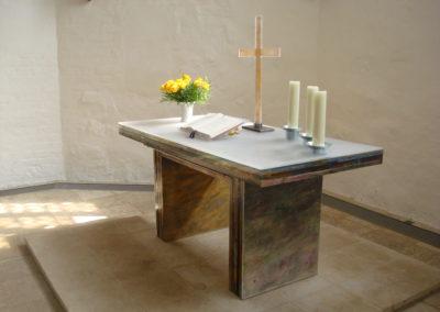 Altar und Kreuz