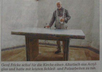 Gerd Fricke bei der Arbeit. Kirchenchronik Kühlungsborn